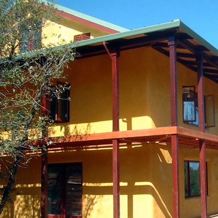 Case in paglia progettare una casa in paglia comoda for Casa meno costosa