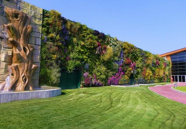 Giardino verticale da guinnes dei primati a rozzano di for Giardini verticali milano