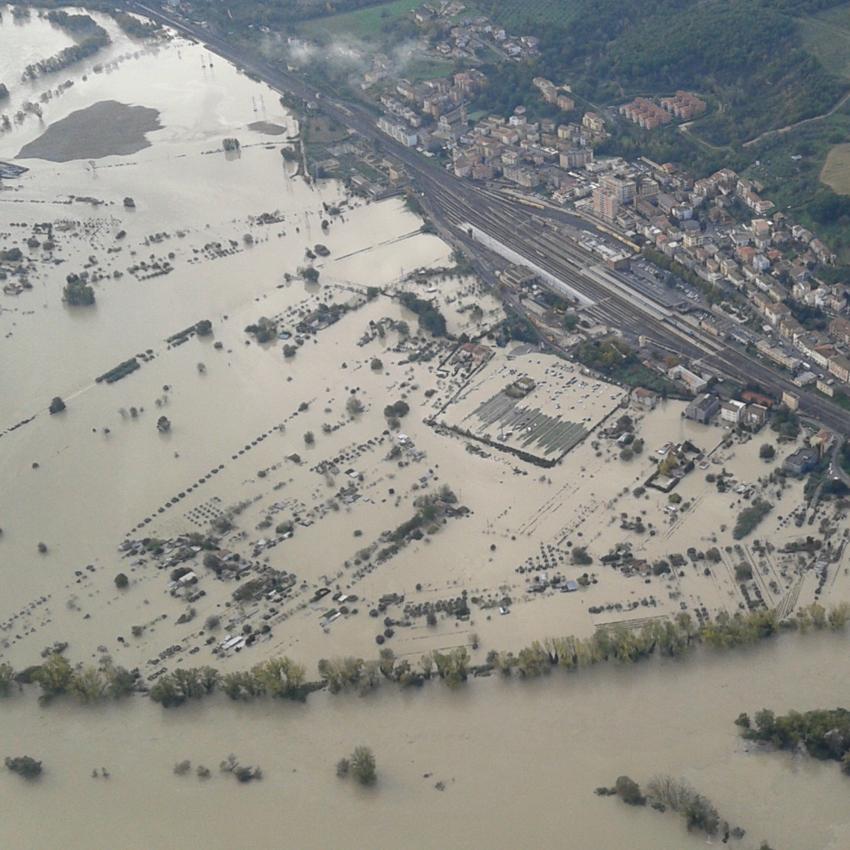 Emergenza Idrogeologica del Territorio Italiano (Alluvioni e Frane)
