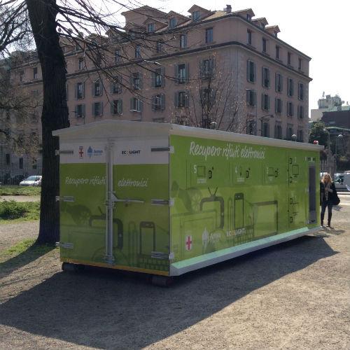 Milano: Container Itinerante per la Raccolta dei Rifiuti Elettrici